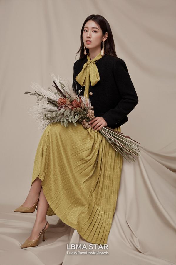 박신혜, 가을 향기 가득한 화보 공개